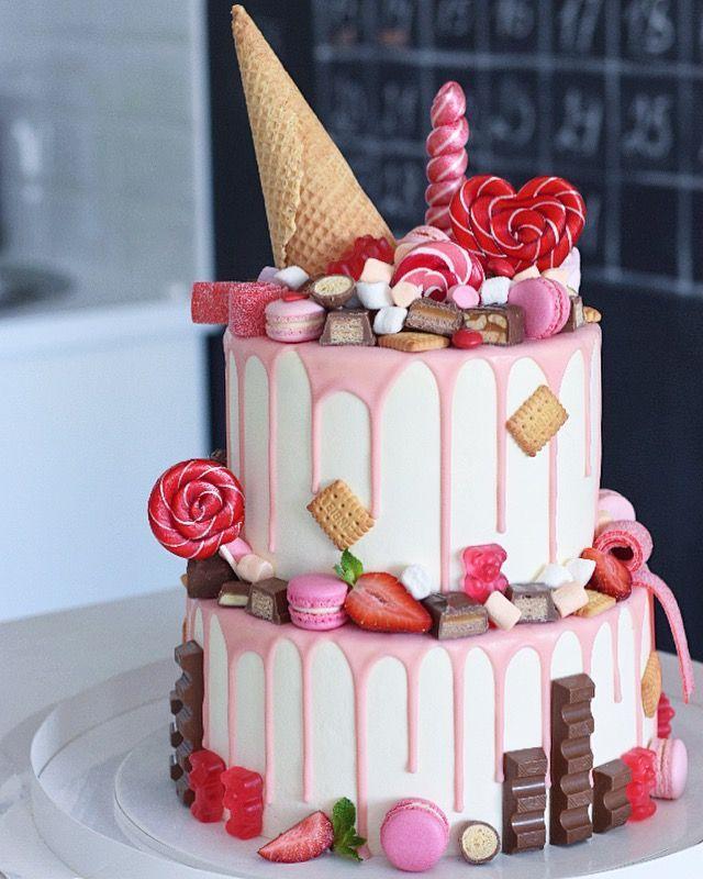 Красивый тортик с украшением из мастики