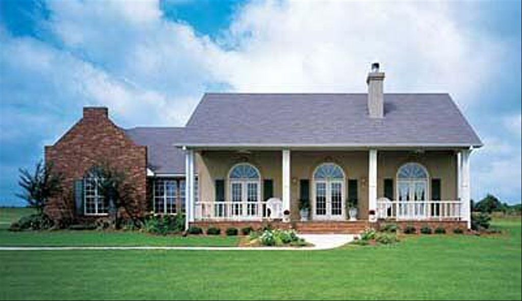 Southern Style House Plan 4 Beds 3 Baths 2400 Sq Ft Plan 320 139 Country Style House Plans House Plans Southern House Plans