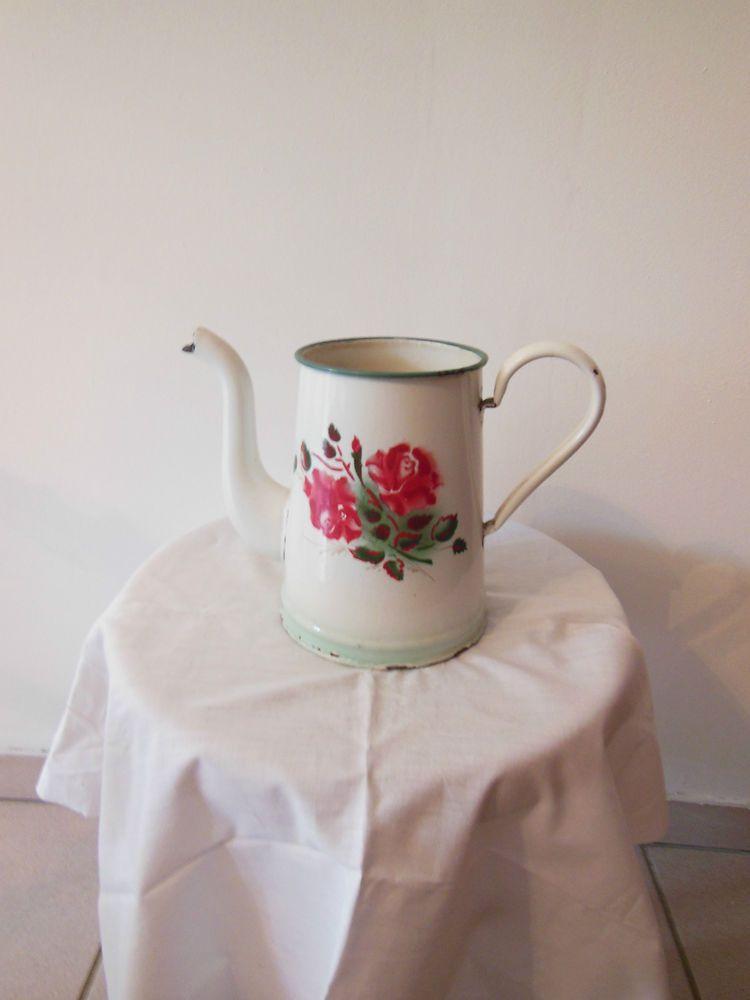 Cafetière émaillée ancienne blanche bouquet de roses | Collection ...