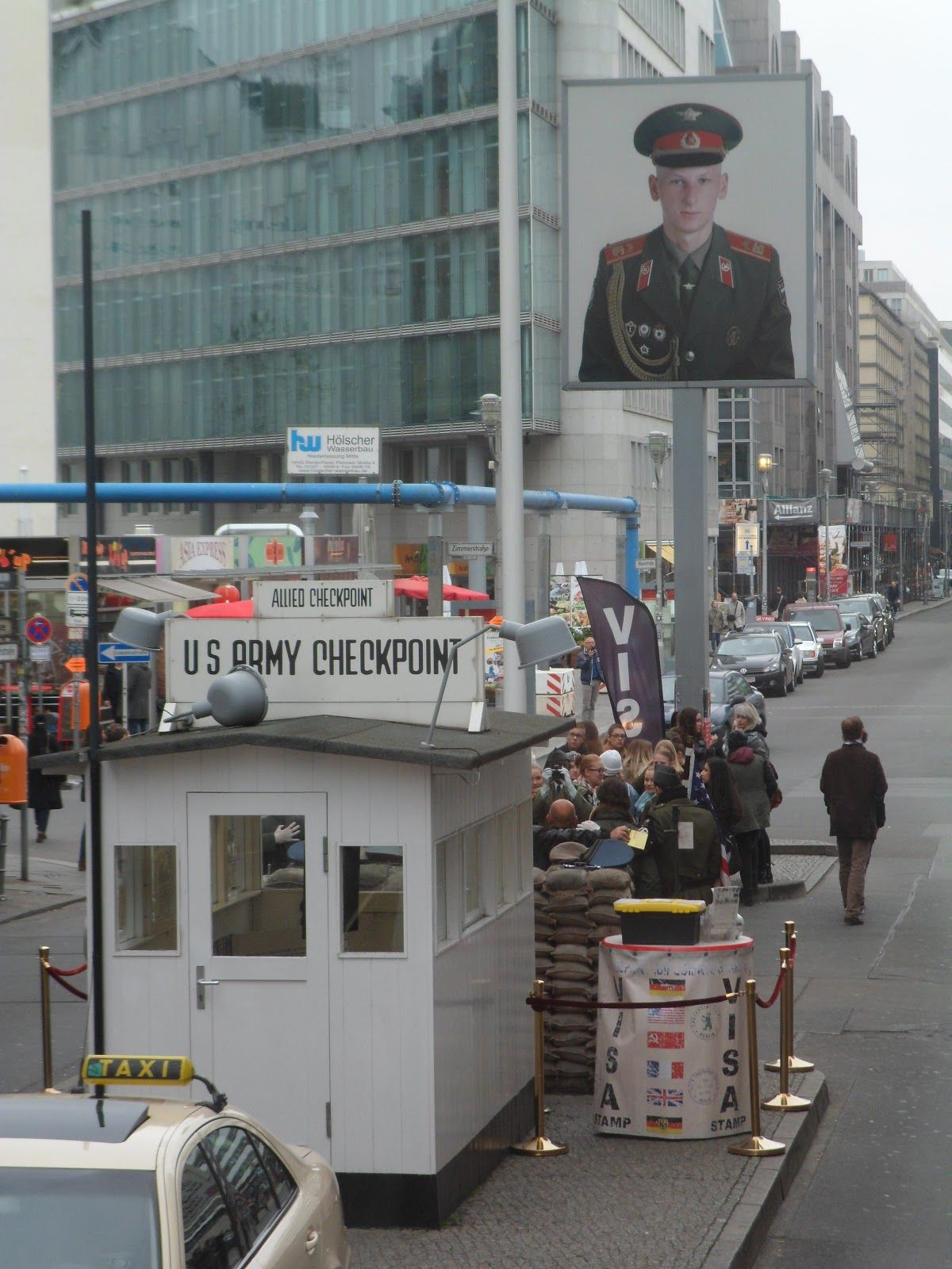 Fiatpxl Photos Images Pixels Berlin Checkpoint Charlie Checkpoint Charlie Germany Photo