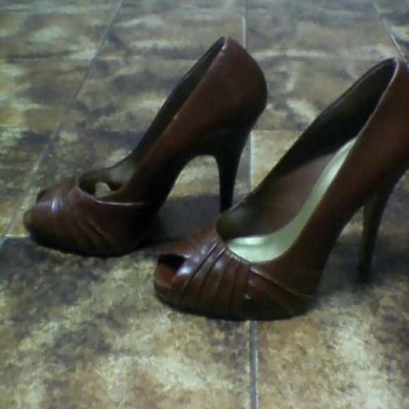 Leather  brown  pump Like. new Bakers Shoes
