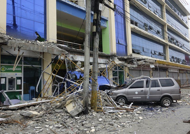 6 killed as strong quake strikes southern Philippines 2/11/17