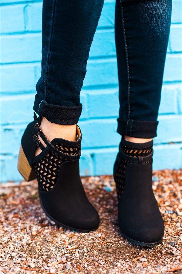 SHANNA - Botines de tacón - black ACOR - Bailarinas - zafiro SOCK LA BOOT - Zapatillas altas - white KIMBER - Zapatos de vestir - black Botines camperos - cuoio Botines con cordones - black antic zT64IGfShW
