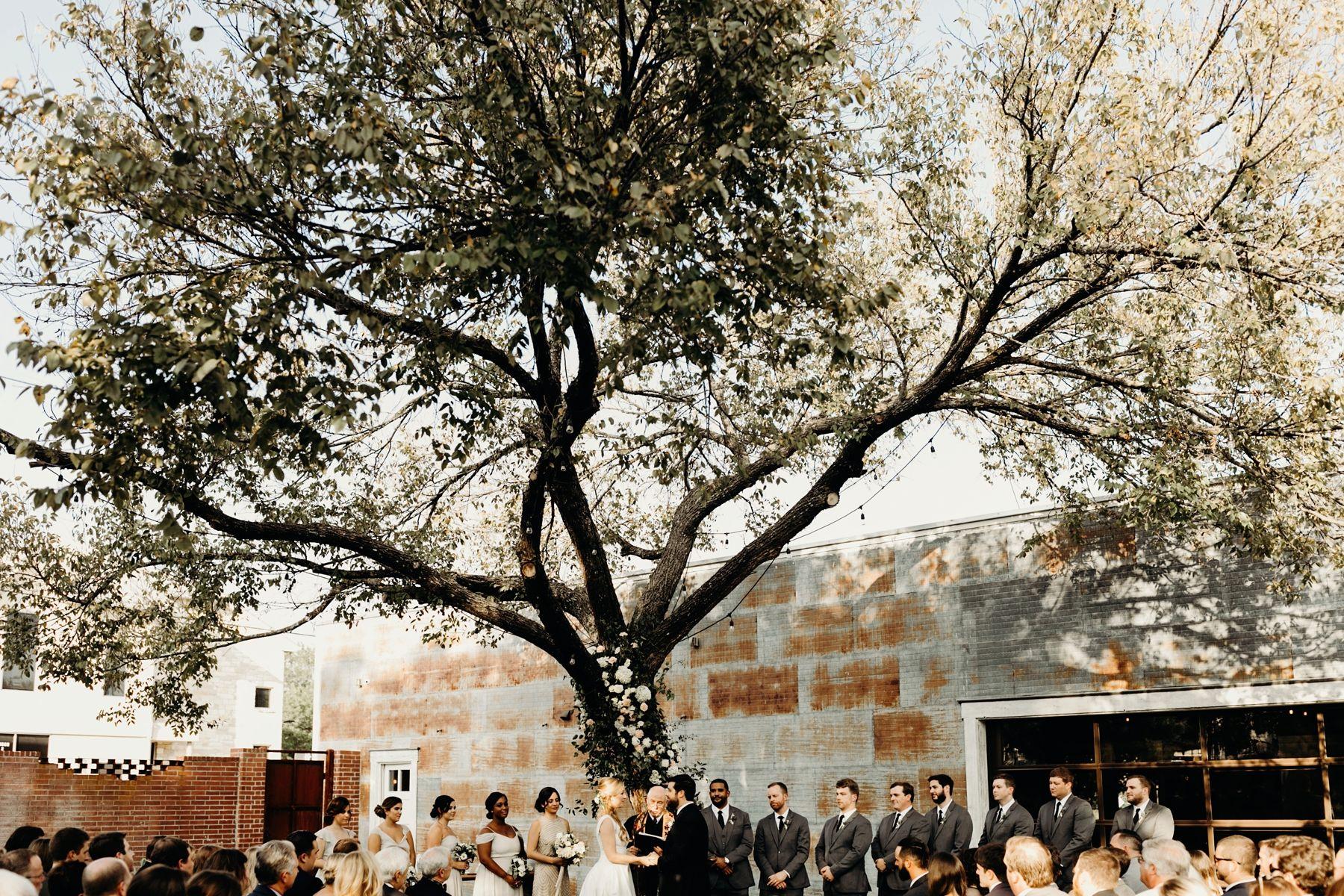 Union On Eighth Wedding Lauren And Patrick Gloria Goode Photography Historic Wedding Venue Industrial Wedding Venues Industrial Wedding
