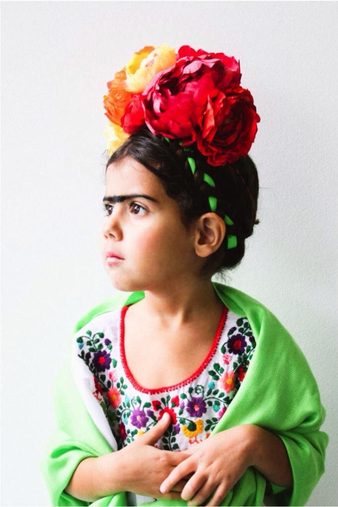 Pingl par flights of fancy sur babies pinterest id es pour salles de classe d guisements - Deguisement frida kahlo ...