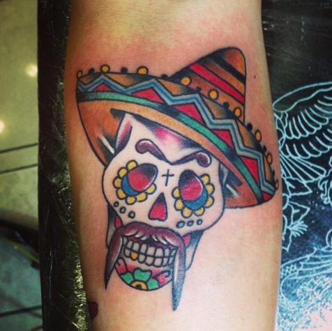 tattoo t te de mort mexicaine avec un sombrero tatouage. Black Bedroom Furniture Sets. Home Design Ideas