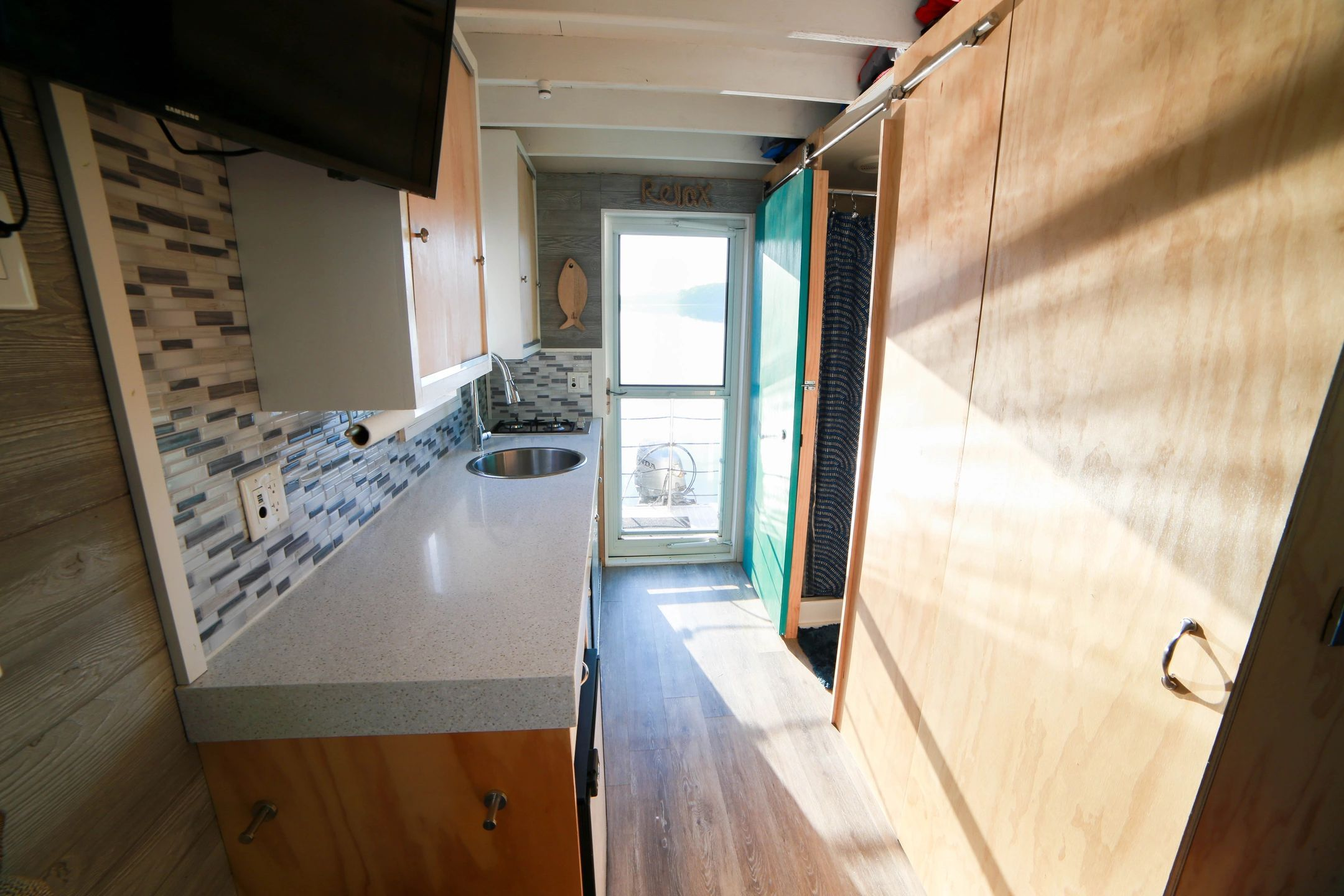We Offer Overnight Rental Of Our Luxurious Tiny Houseboat