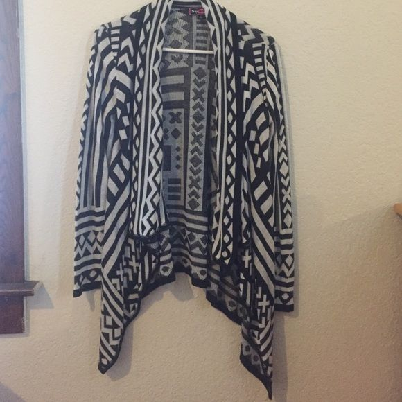 Tribal print, high to low sweater Size M • Never worn • A great go-to for work or weekend attire Sweaters Cardigans