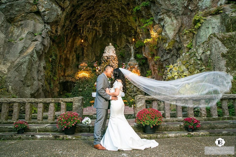Wedding At The Grotto Portland Oregon Evrim Icoz Photography Portland Weddings Portland Oregon Wedding Wedding