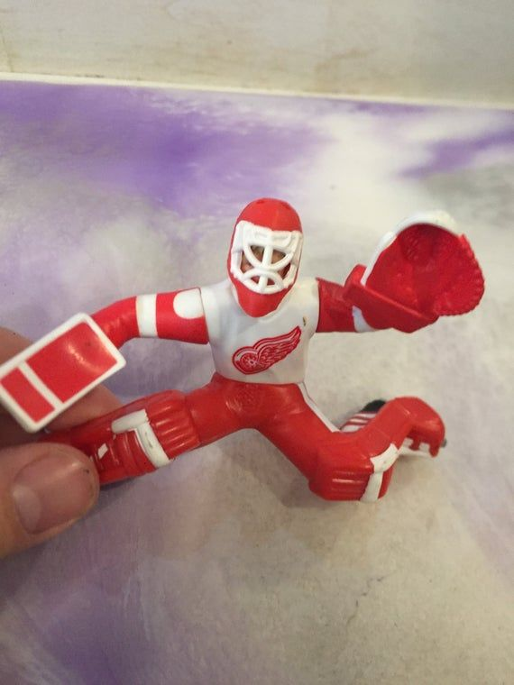 Hi Thank you for coming to my shop! For sale is an awesome piece of nostalgia! Kenner - Starting Lineup - NHL Hockey - Chris Osgood Action Figure - Vintage 1990's Detroit Red Wings FigureI will combine shipping on multiple purchases. Please message me first for a more accurate rate for shipping. Please message me with any questions you might have prior to purchase. Thanks for stopping by and have a great day.