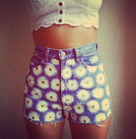 Daisy patterned high waisted shorts. | Look! | Pinterest | Daisy ...
