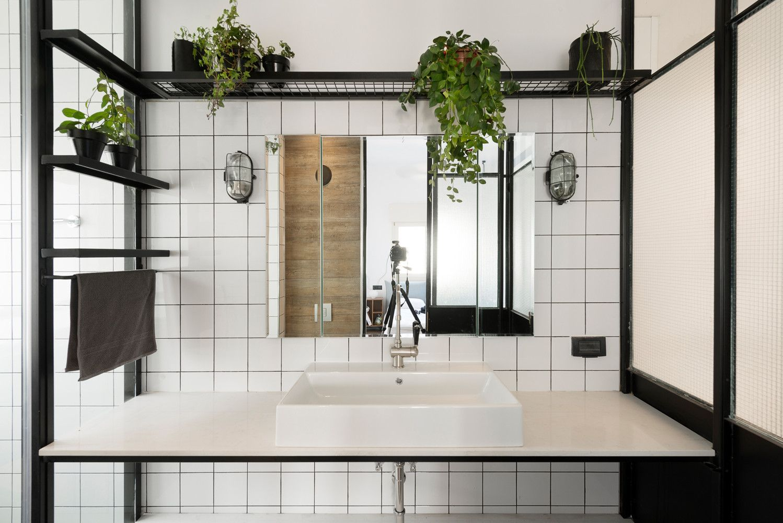 Gallery Of Bauhaus Apartment Redesign Rust Architects 16 Bauhaus Interior Kleines Bad Renovierungen Und Badezimmer Einrichtung