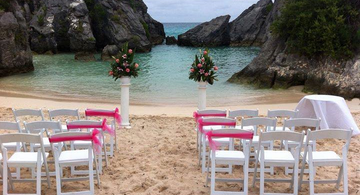 This List Of Bermuda Wedding Venues Will Show You The Islands Options Pink Sand Beaches Old Forts Caves Luxury Yachts And