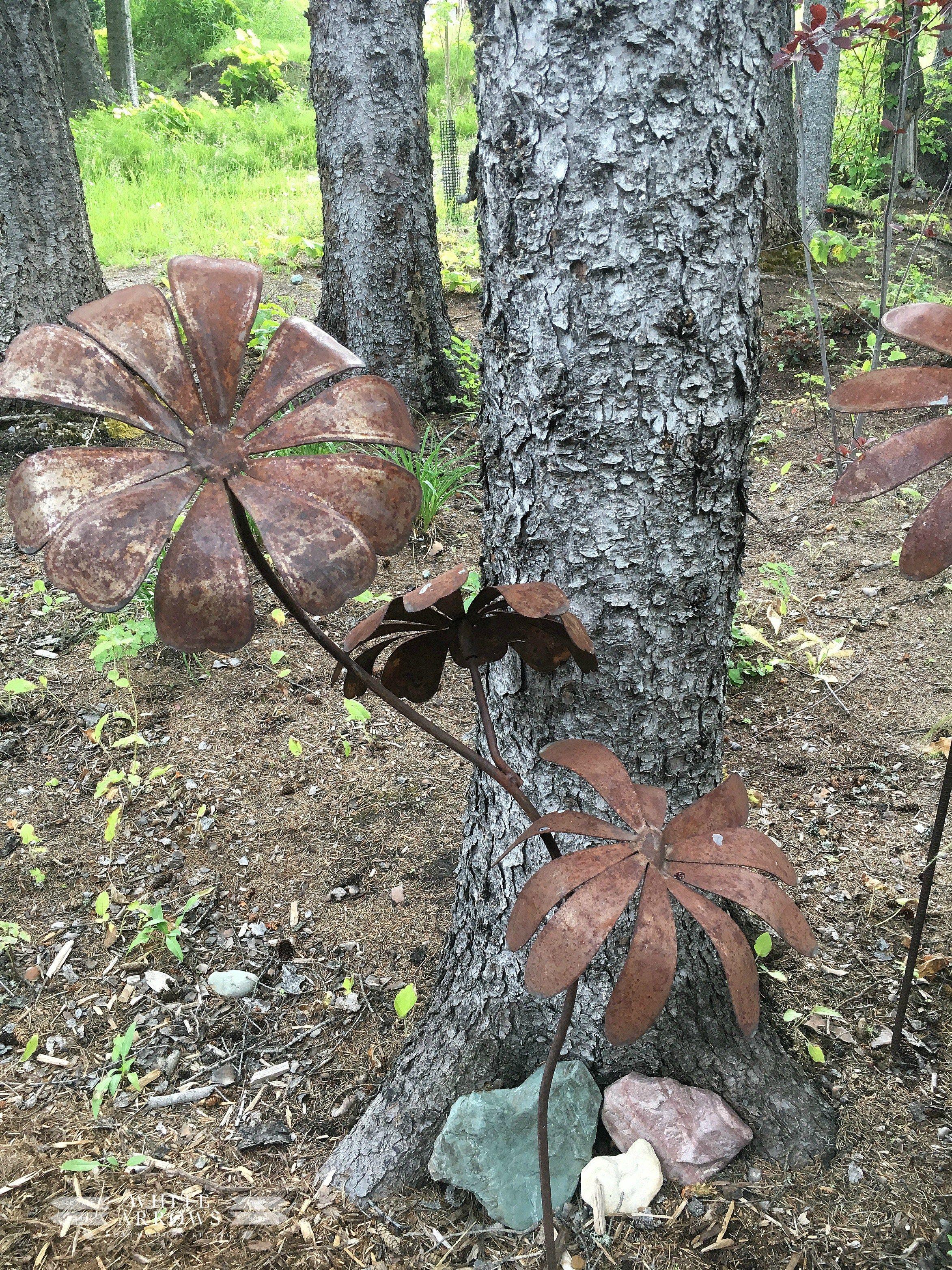 Vintage Garden Art, Rusty Metal Flowers | Summer garden ...