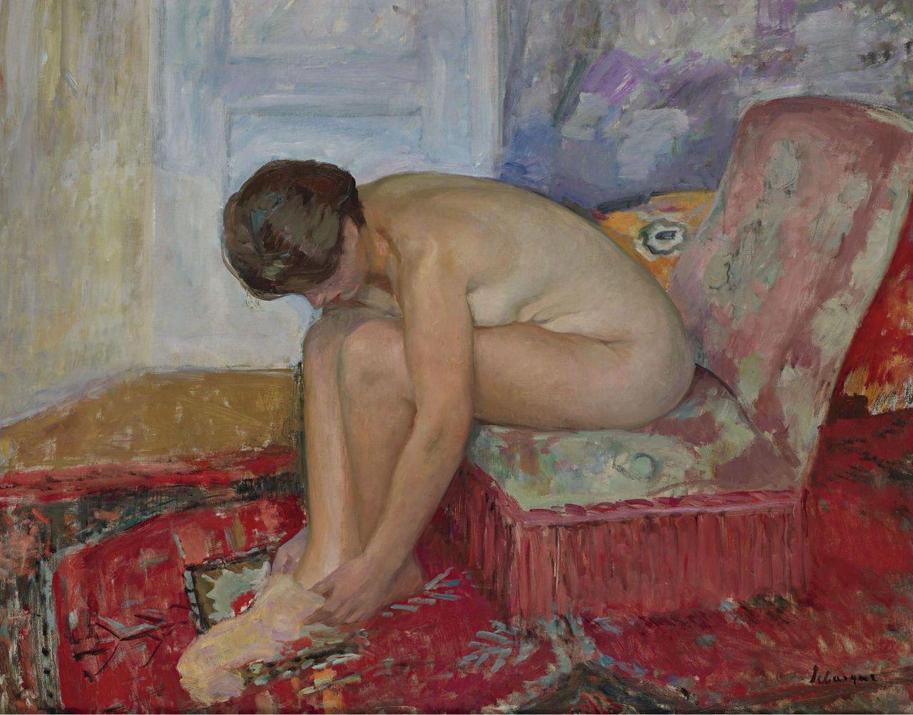 Картинки по запросу голая женщина сидит у фонтана