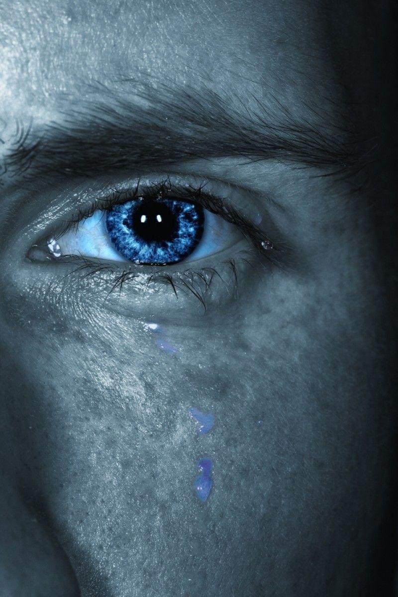 картинки глаза со слезами мужские