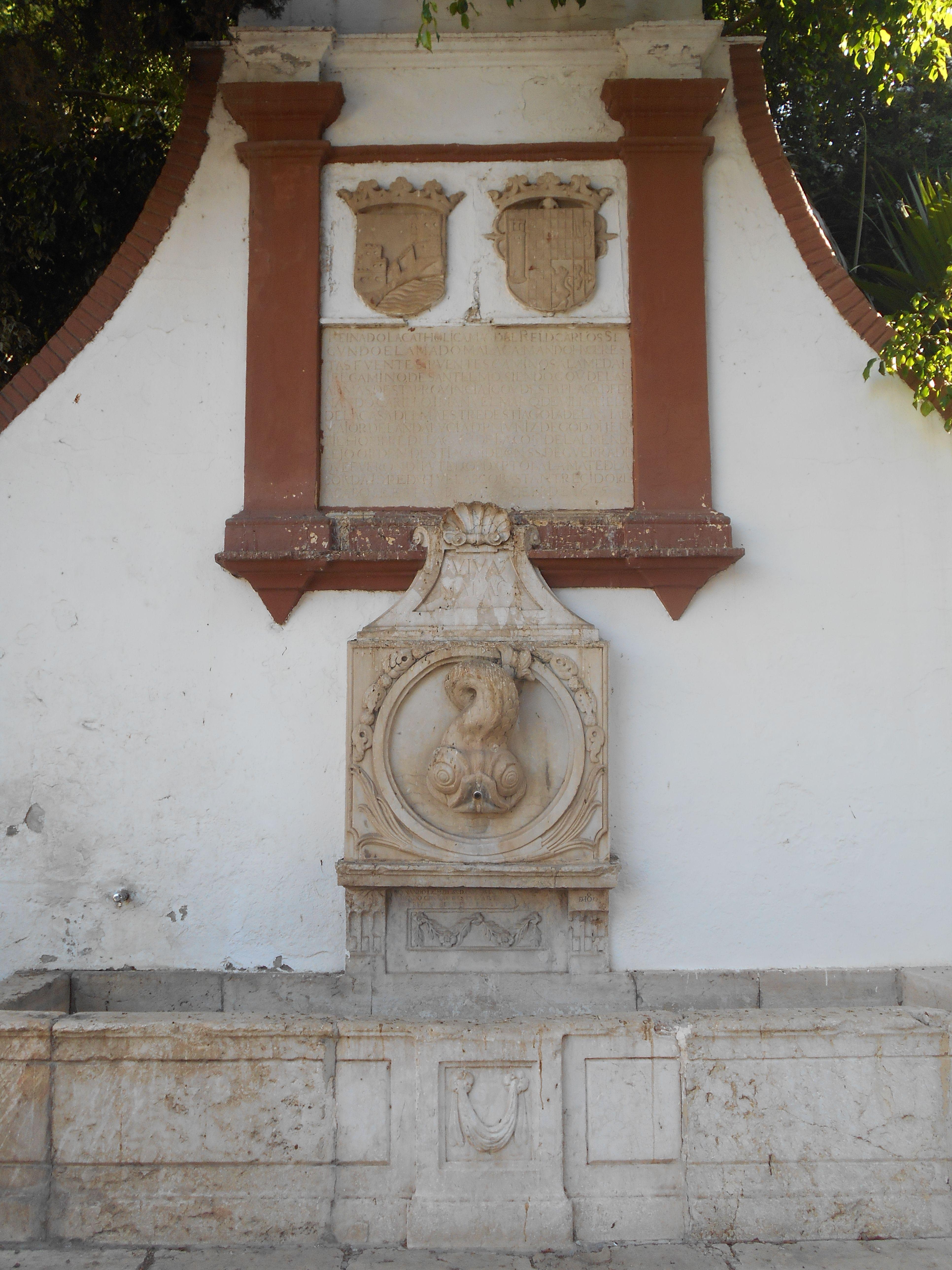 Fuente de Reding. Blasones con las armas de Málaga