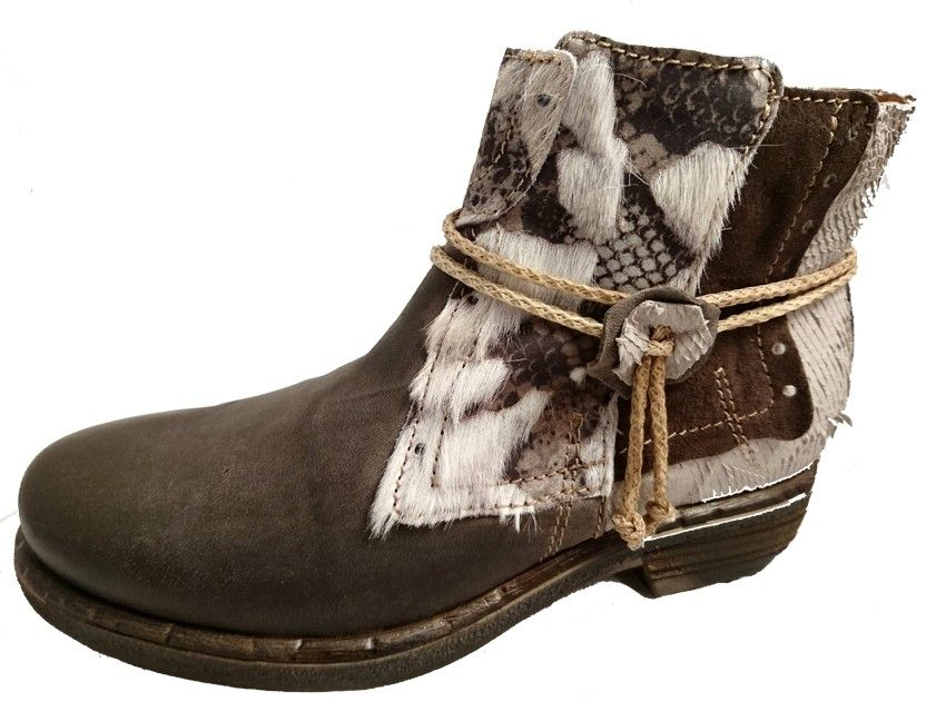 fccf22004f34d4 Italian leather low boots for ladies - Online shoe store by Clocharme. Buy  it 111