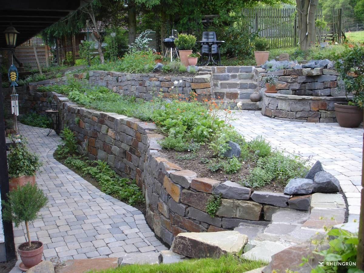 verwunschener kr utergarten mit brunnen und hochbeet aus naturstein au en pinterest gardens. Black Bedroom Furniture Sets. Home Design Ideas