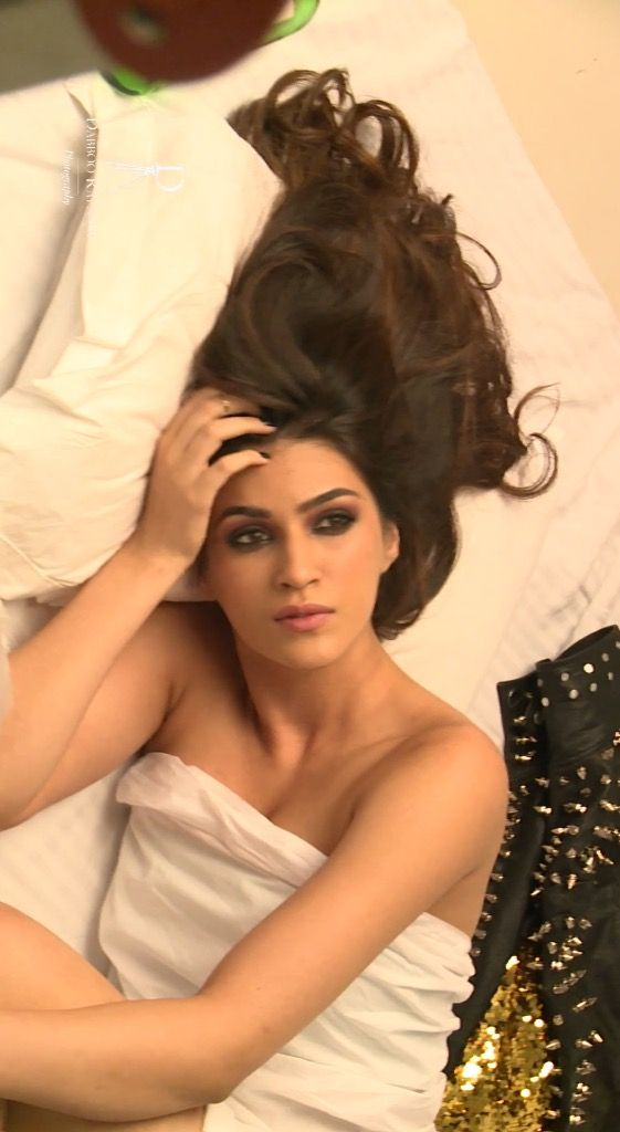 Kriti Sanon In Photoshoot For Dabboo Ratnani Calendar 2017 -6536
