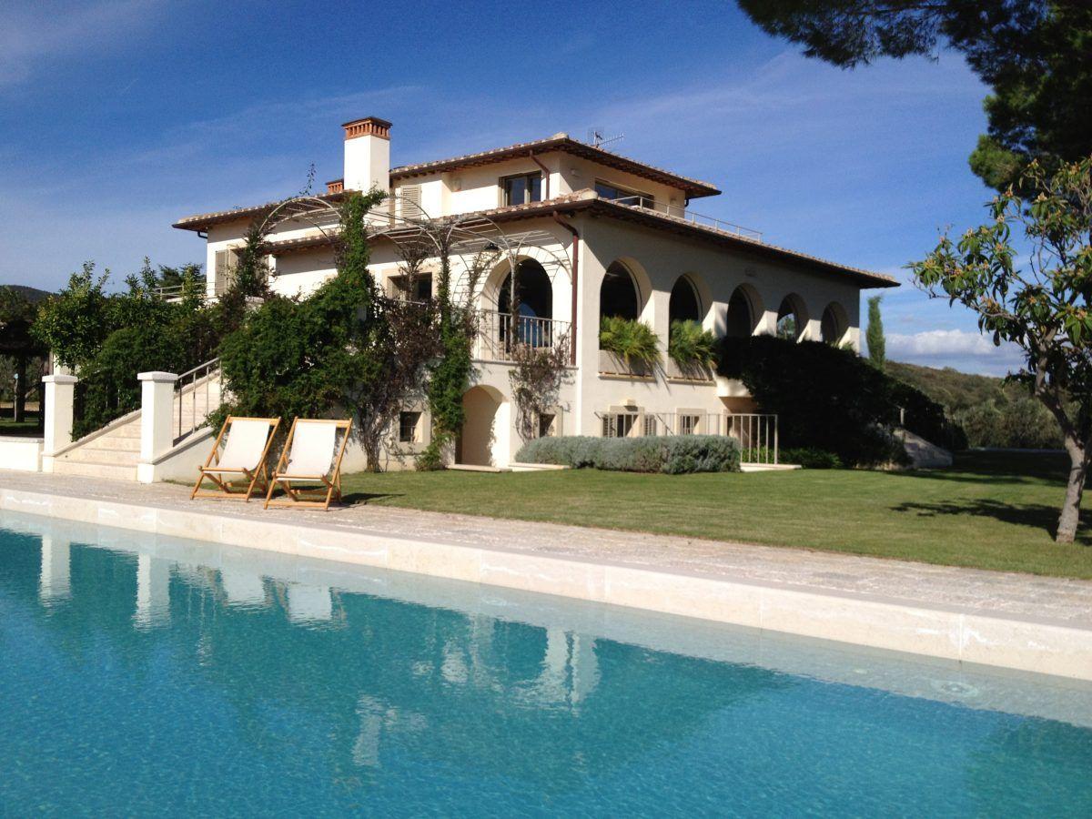 CASTERILE est une grande villa de vacances avec piscine