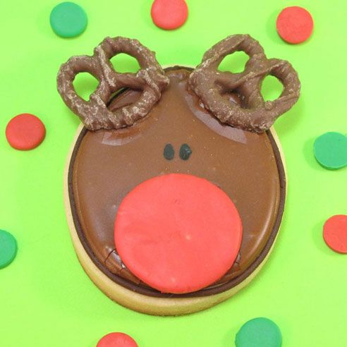 Love this Rudolph cookie- wonder what I could use for the nose instead of fondant.......