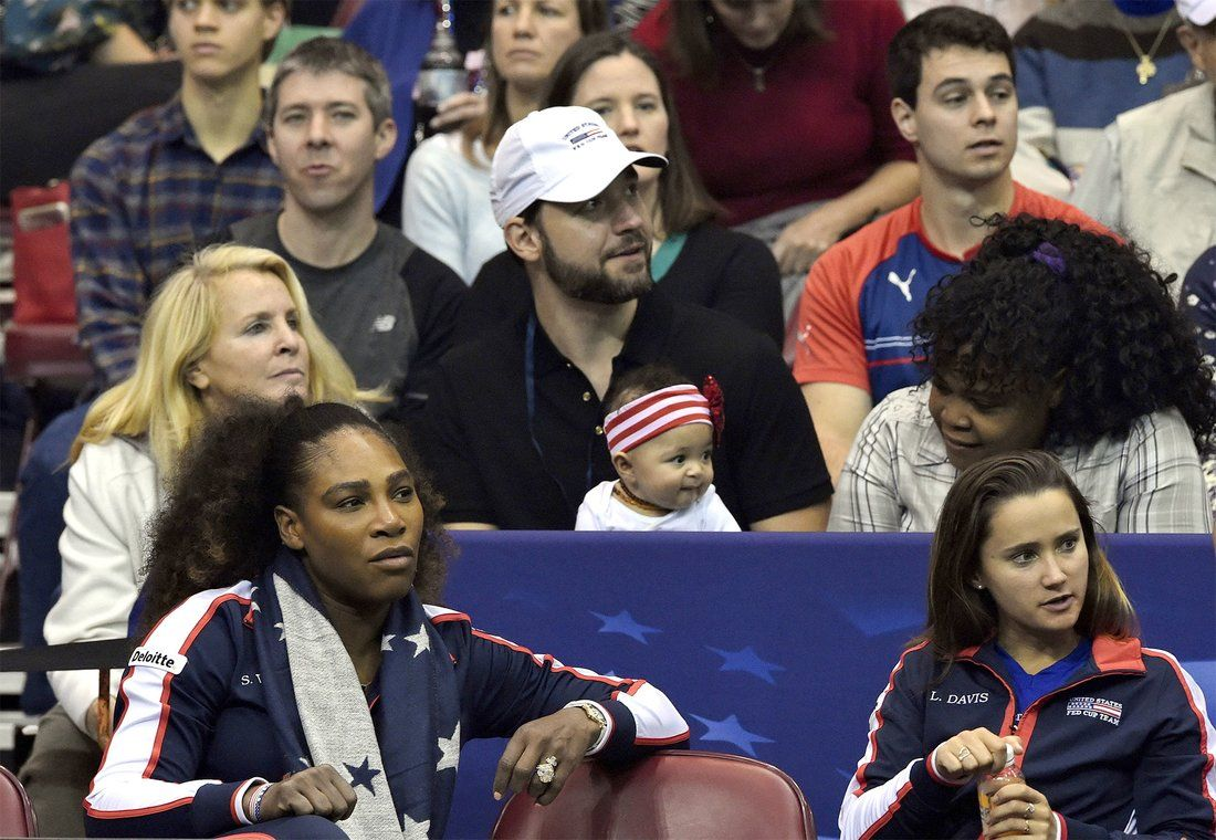 Serena Williams 5 Month Old Daughter Alexis Olympia Cheers Her On At Fed Cup Venus And Serena Williams Serena Williams Serena Williams Wins