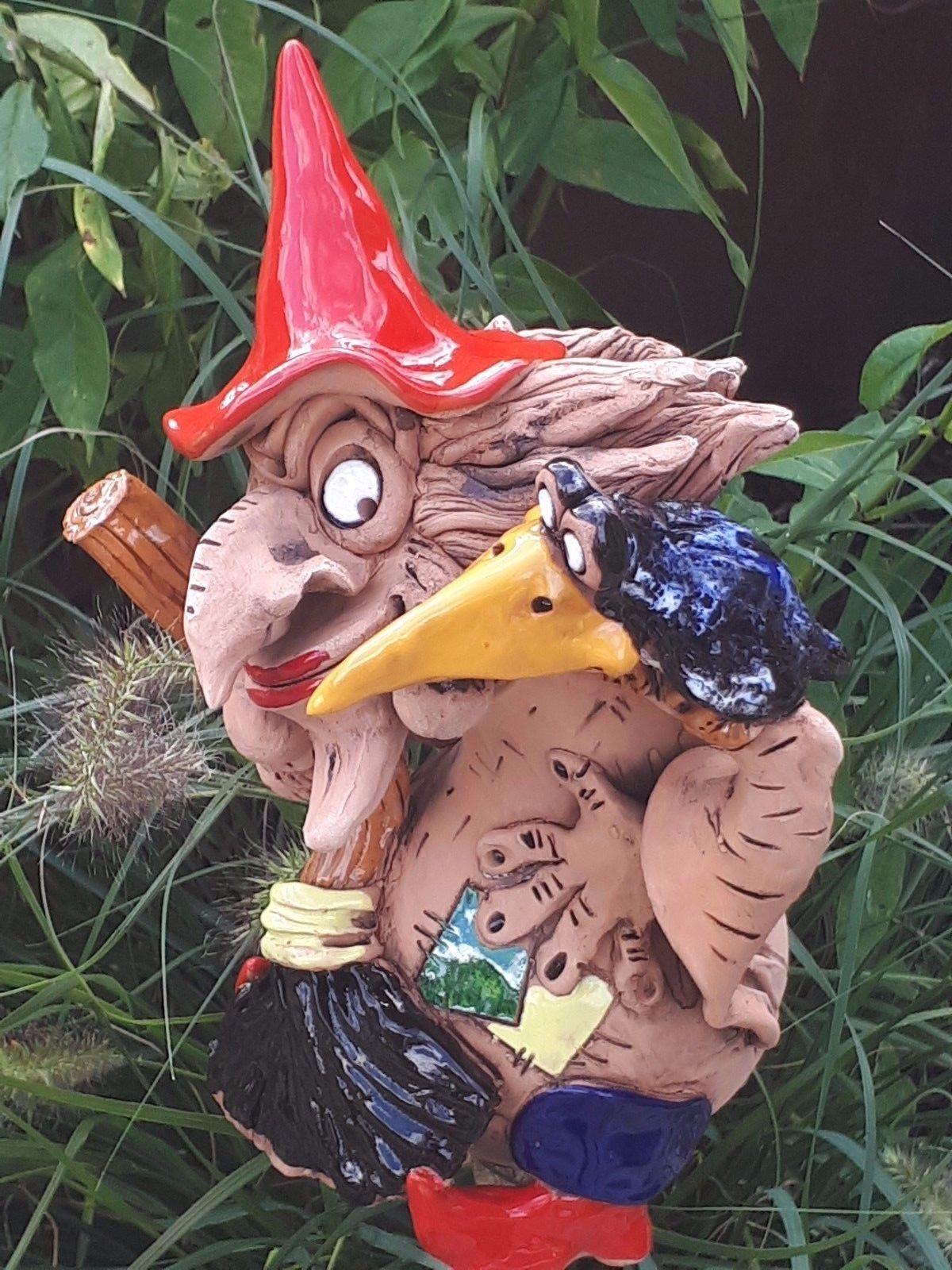 Keramik Hexe Mit Vogel Deko Garten Terrasse Beet Figur Handarbeit Skulptur Rabe Ebay Skulpturen Handarbeit Garten Terrasse