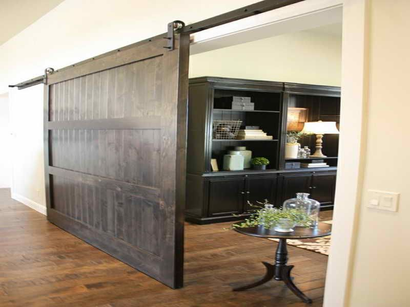 Barn door inside house interior barn doors publishing for Barn door closet door ideas