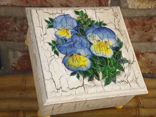 Caja de t craquelada como madera vieja y decoupage for Manualidades con madera vieja