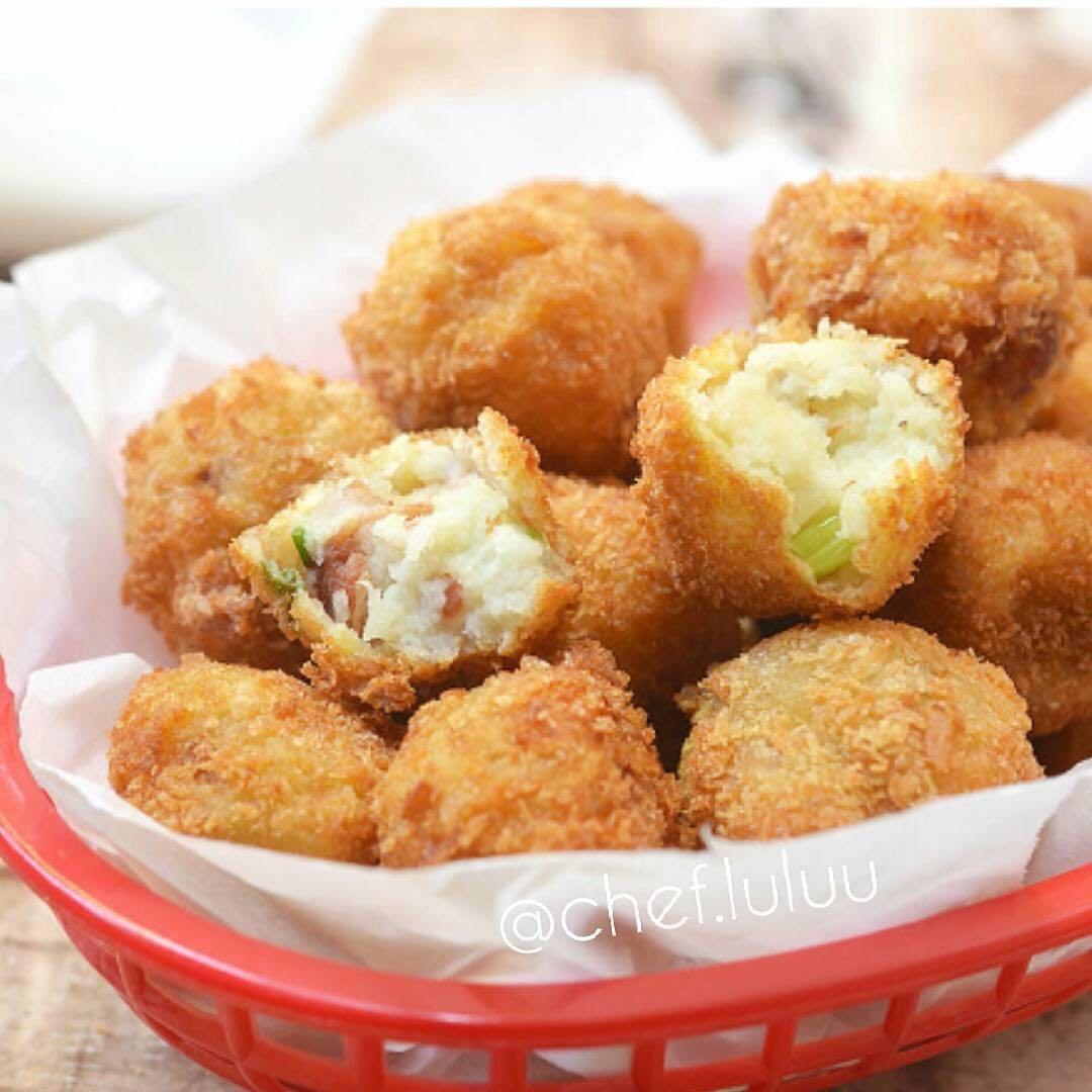 كرات البطاطا المقادير حبتين بطاطا كبار مسلوقة ومهروسه 3 شرايح لحم مقطع صغير ملعقتين كبار Potato Croquettes Stuffed Potato Balls Mashed Potato Balls