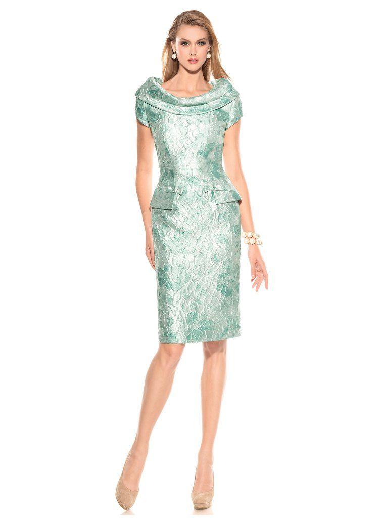 vestido corto para madrina en tejido jaquard , cuello barco y manga