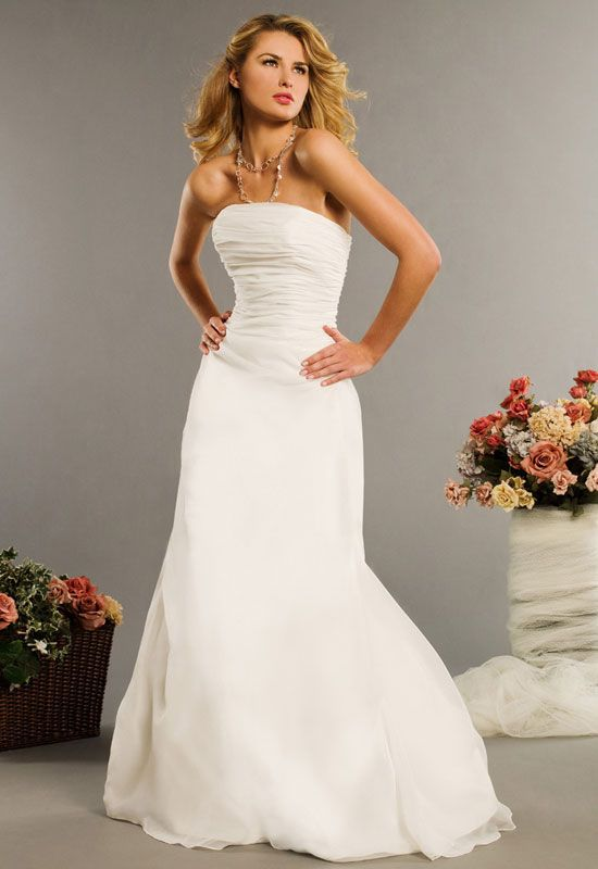 simple white strapless wedding dress | Gommap Blog