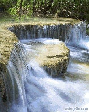 Remanso de paz, susurros del agua al caer de las rocas!