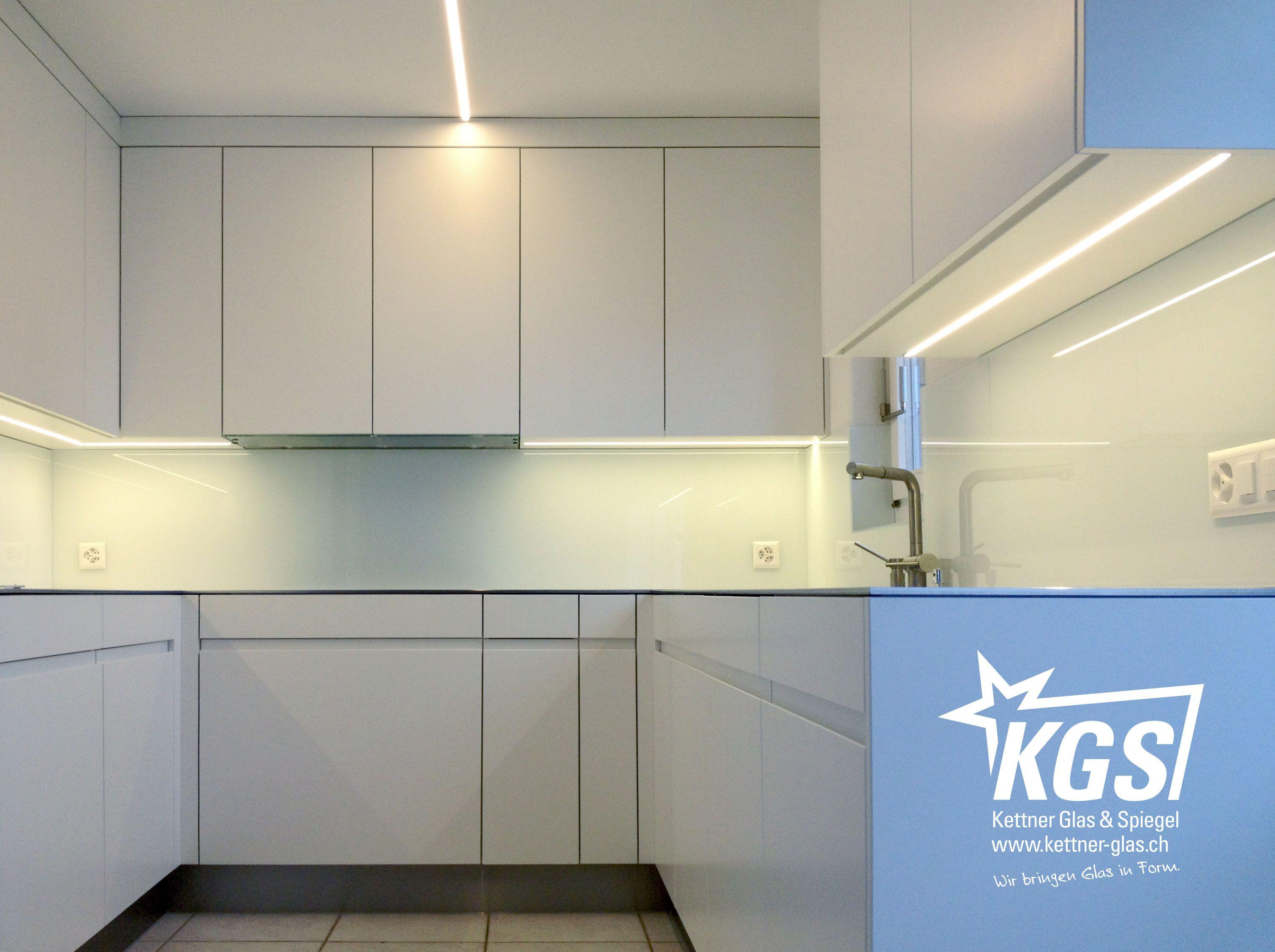 Glasküchenrückwand mit RAL 9016-Lackierung. | Küchenrückwand ...