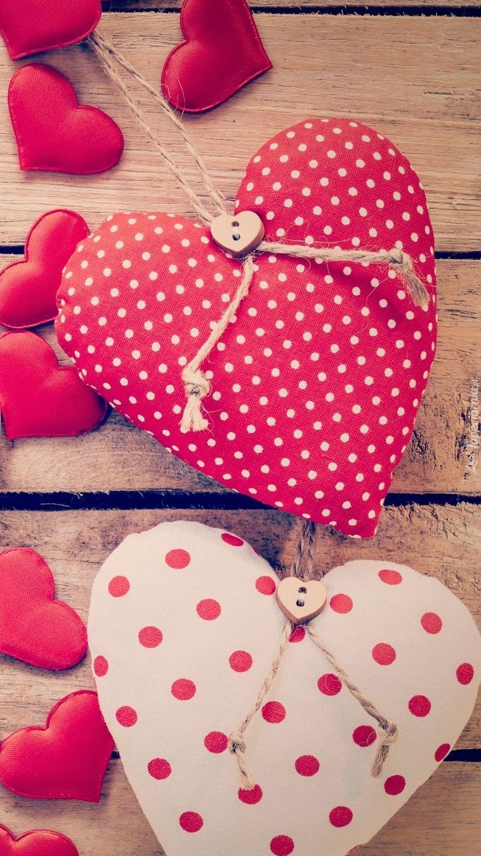 Tapeta Na Telefon Walentynkowe Serduszka Na Deskach Dodana Do Kategorii Walentynki Miłosne Oraz Do Heart Wallpaper Aesthetic Iphone Wallpaper Valentine Heart