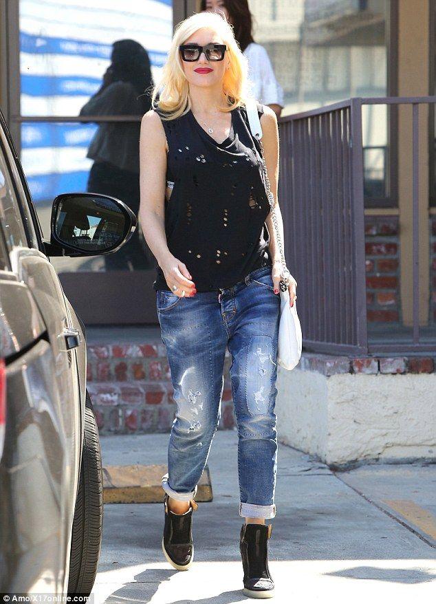 0685de74570a9 Gwen Stefani looks radiant after acupuncture visit