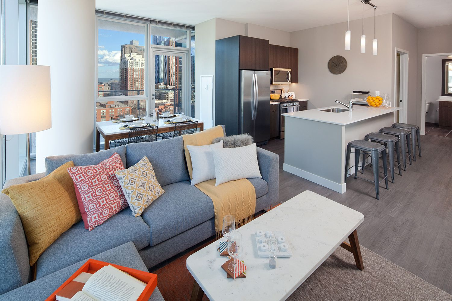 These New Apartments In The South Loop Have Open Floorplans And Floor To Ceiling Windows Plu Beautiful Living Rooms Luxury Apartments Floor To Ceiling Windows