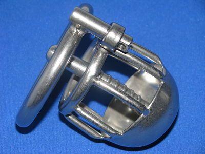 Kwaliteit rvs kuisheidskooi / peniskooi . Deze peniskooi heeft een urethraal buis en een sproeikop. Korte versie .
