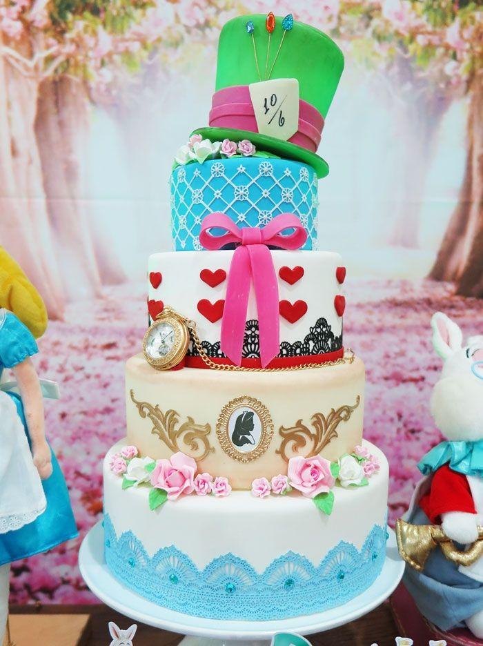 Resultado de imagem para bolo alice no pais das maravilhas