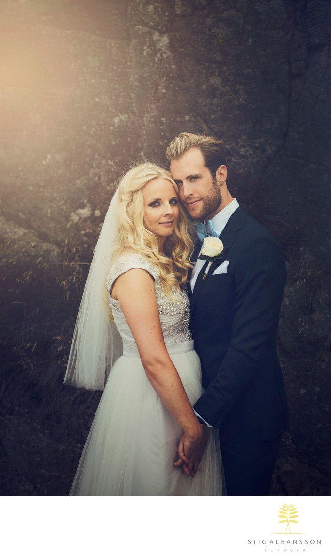 45b06c825cb2 Företagsfoto - Porträttfoto - Bröllopsfotograf - Romantiskt porträtt av  brudpar - bröllop Fjällbacka: Romantiskt porträtt