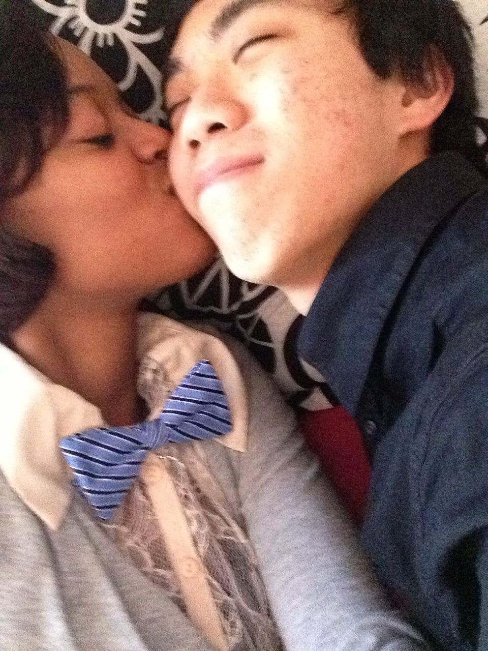 Black girl and asian guy kissing — pic 13