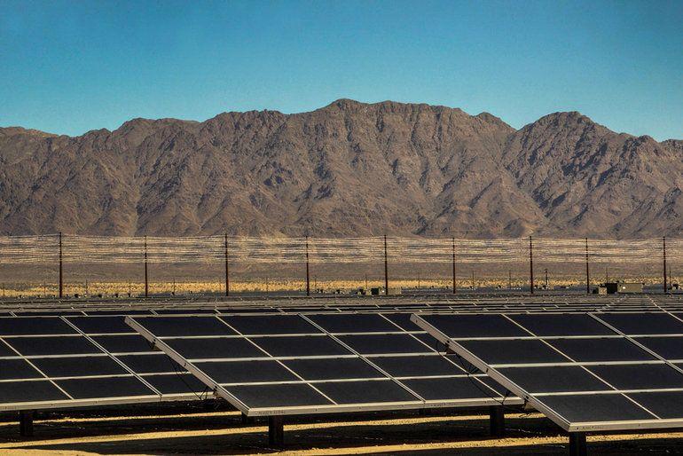 Oklahoma Flips Switch On 2 5 Megawatt Solar Farm Solar Energy Facts Green Energy Solar Advantages Of Solar Energy