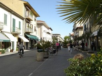 Northern Tuscany S Forte Dei Marmi Offers Designer Label Shopping