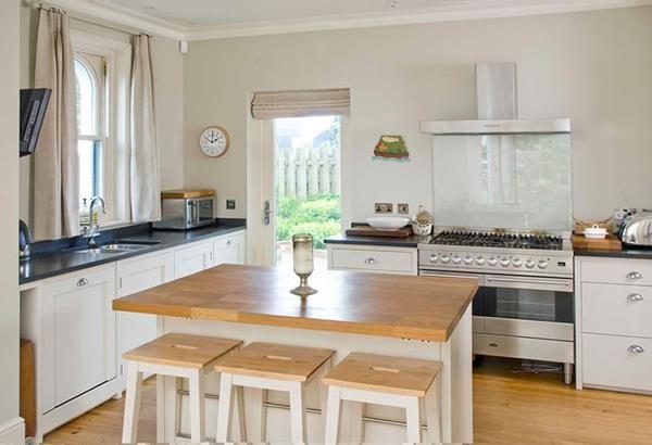 Kücheninsel Mit Drei Stühlen