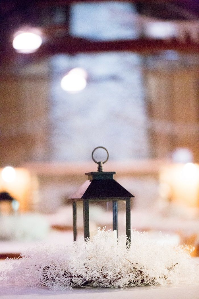 A lantern wedding centerpieces for a wedding table decorations| fabmood.com