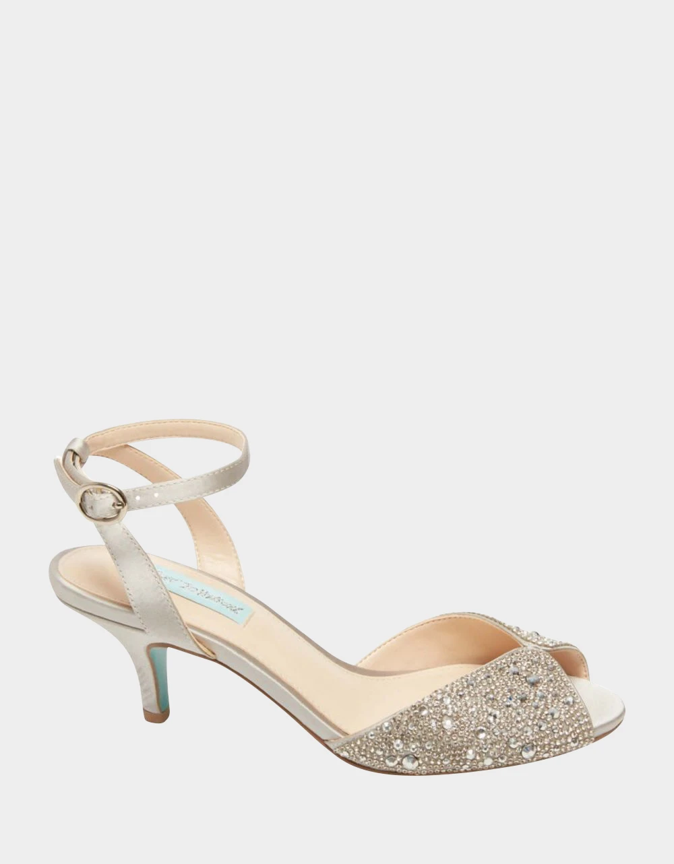 Sb Royal Silver Betsey Johnson In 2020 Silver Wedding Shoes Wedding Shoes Sparkly Wedding Shoes