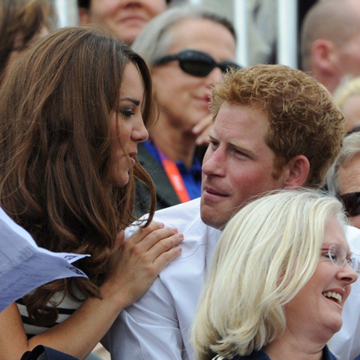 Kate Middleton Y El Príncipe Enrique Más Que Cuñados Amigos En 2020 Kate Middleton Príncipe Enrique Princesas