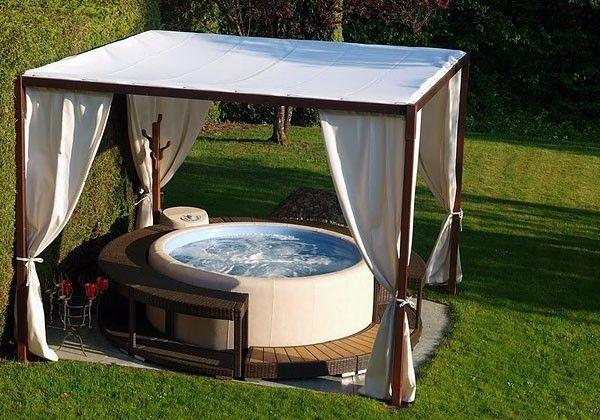 Vasche idromassaggio da giardino minipiscina di softub for Vasca per giardino