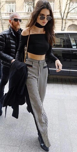 69ca5354373f6 Kendall Jenner in aviator shades